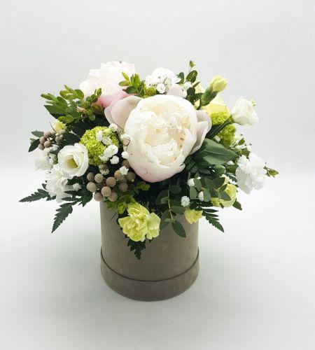 """Box kwiatowy """"Piwonia w beżu midi"""""""