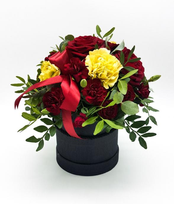 """Box kwiatowy """"Czerwona wstążka"""""""