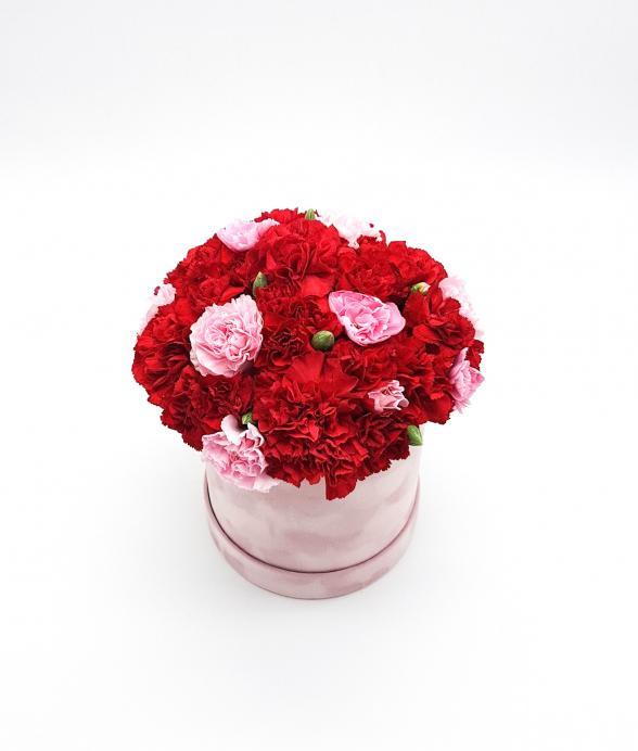 """Goździki w różowym zamszowym pudełku """"S"""""""