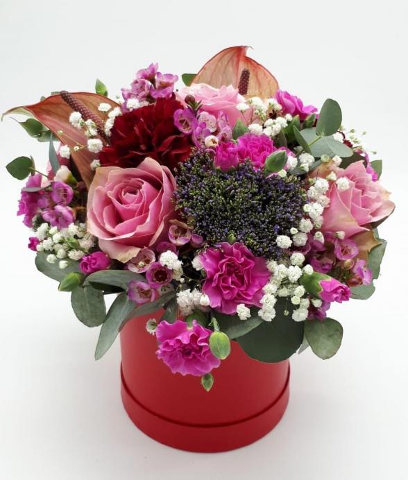 Czerwone pudełko kwiatów