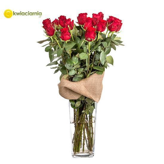 Czerwone róże w wazonie