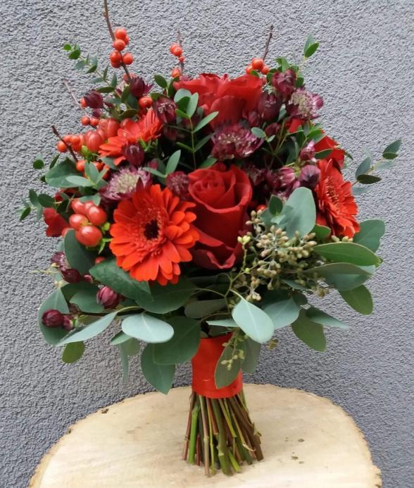 Czerwony bukiet z róż i gerber