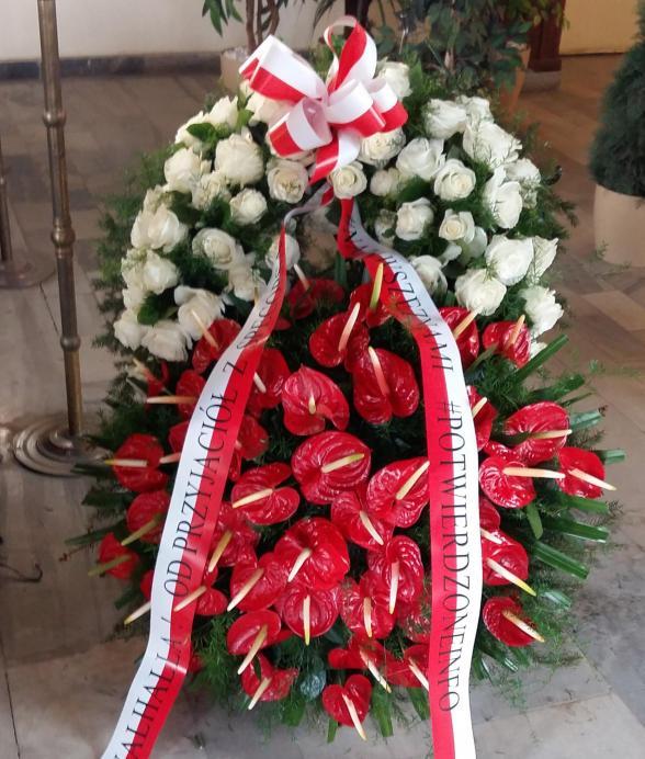 Duży wieniec z anturium i białych róż